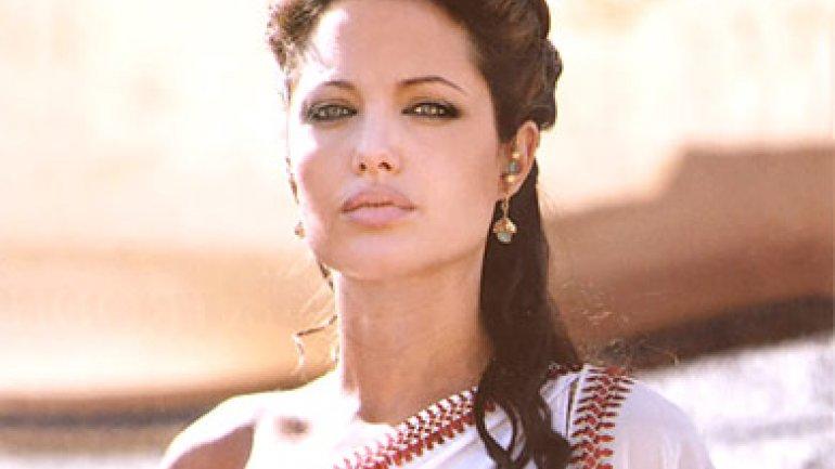 Angelina Jolie: Así son las escenas de sexo con Brad