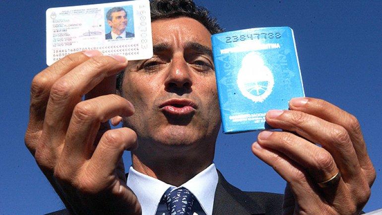 El ministro Florencio Randazzo, en el primer cambio del DNI