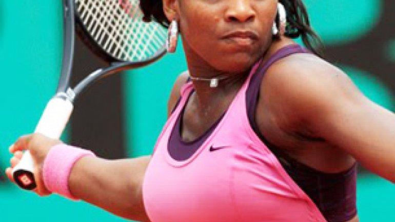 Serena williams entrenando en hotpants 7