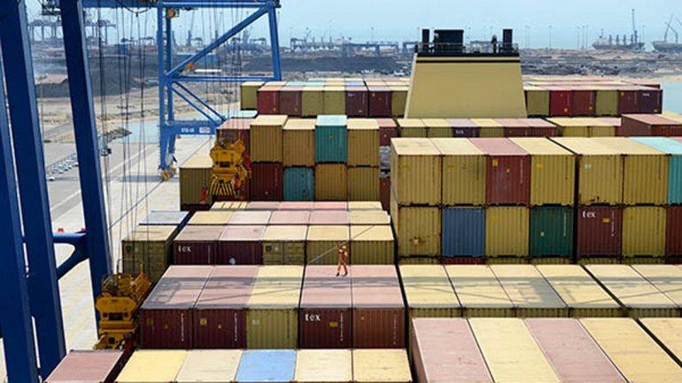 El superávit de la balanza comercial cayó 67% en diciembre y 27% en todo 2013