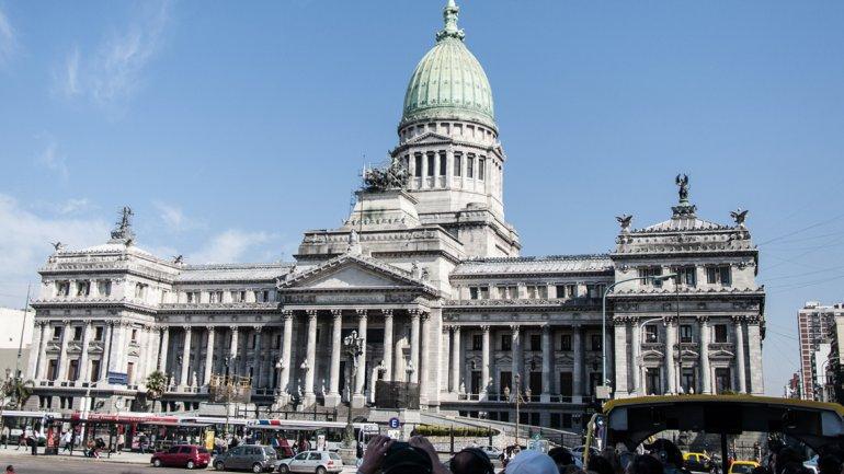 Aumento del 24% para senadores y diputados