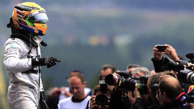F1: bajo la lluvia, Hamilton ganó la clasificación en Spa