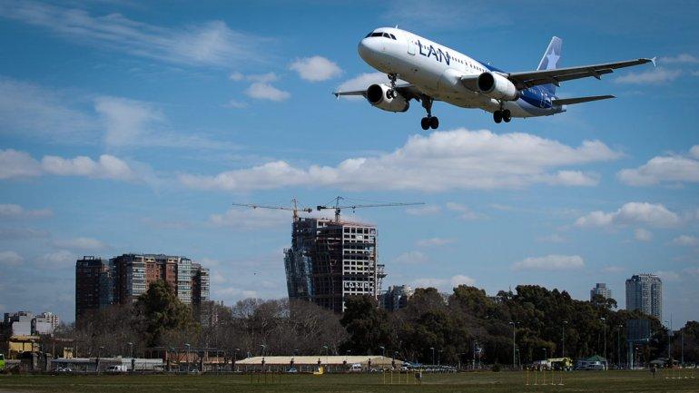 Vacaciones: el precio de los pasajes aéreos de cabotaje subirá por tercera vez en el año