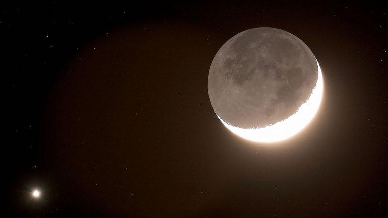 Así se verá Venus cuando salga detrás de la Luna, según la proyección realizada por el Planetario porteño