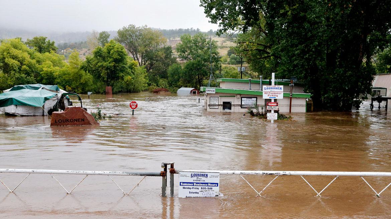 Inundaciones de sótanos y casas, vehículos sumergidos, desprendimientos de lodo y piedras, y evacuaciones de las personas que viven en las áreas bajas del condado, fueron algunas de las consecuencias