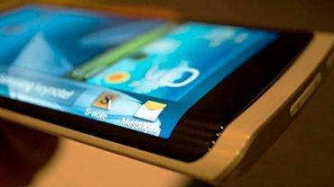 Prototipo de smartphone con pantalla curva presentado por Samsung en enero de este año