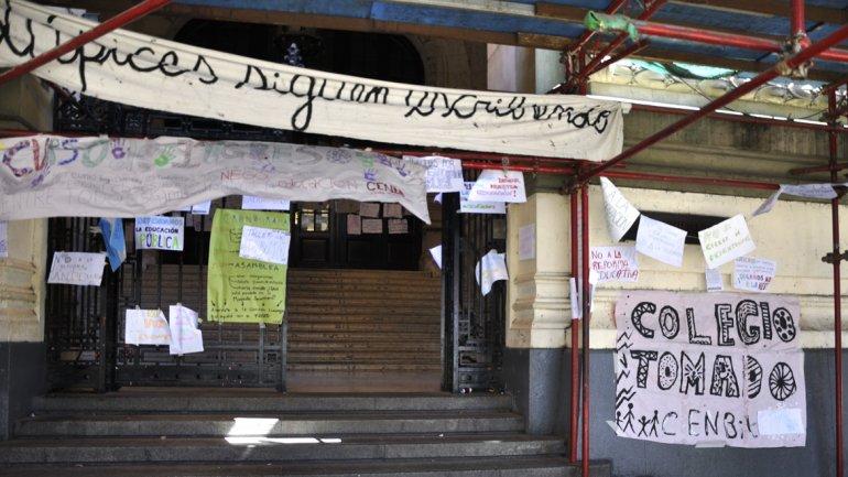 Citaron a declarar a alumnos del nacional buenos aires for Muebles oyarbide