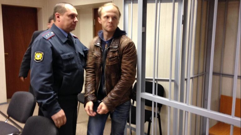 El fotógrafo de Greenpeace, DenisSinyakov, seguirá detenido dos meses