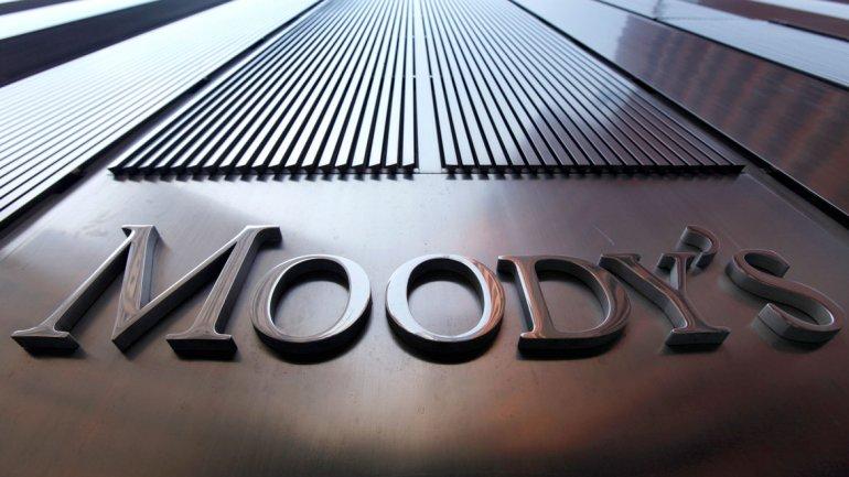 Moody's cambió a negativa la perspectiva de calificación de provincias argentinas