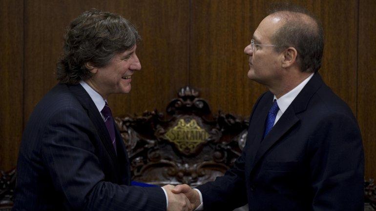 Amado Boudou junto al Presidente del Senado de Brasil, Renan Calheiros, antes de la reunion que mantuvieron en Brasilia. El Vicepresidente está viajando de regreso al país. (Alejandro Pagni)