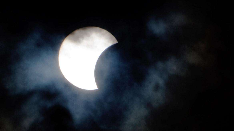 Por el centro de Gabón y Congo, norte de Uganda, noroeste de Kenia, pasará la franja de oscuridad y allí el eclipse se vio total.