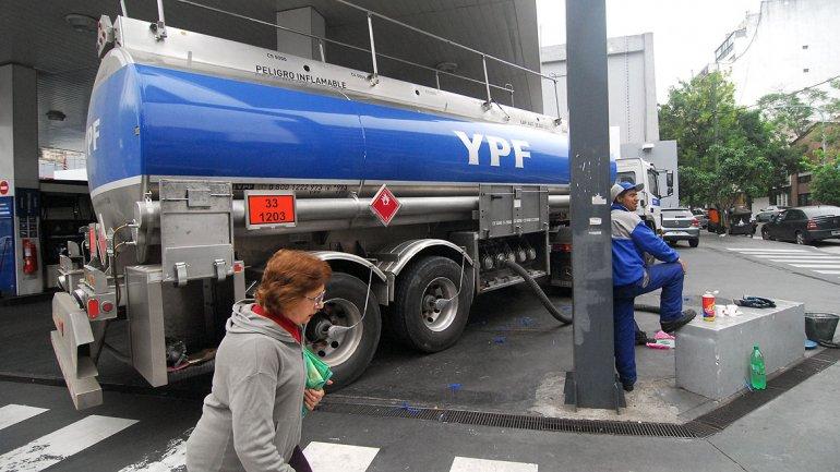 Nuevo golpe al bolsillo: vuelven a subir las naftas y el gasoil
