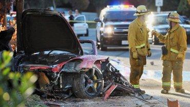 El Porsche en el que se desplazaban quedó destrozado por el impacto