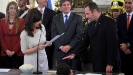 El padre Juan Carlos Molina, al asumir su cargo al frente de la SEDRONAR.