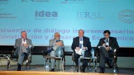 Ejecutivos en el foro empresario de IDEA.