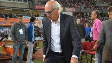 Carlos Bianchi antes de ser expulsado por Diego Abal