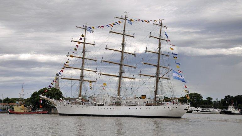 La fragata Libertad tuvo que volver al puerto luego de que su capitán advirtiera problemas técnicos