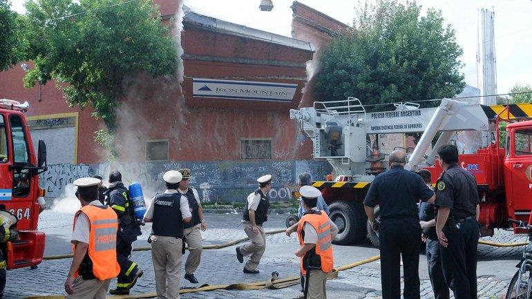 Imagen del momento en que la pared comenzaba a caerse.