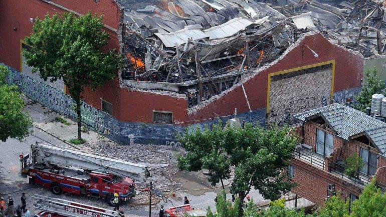 Murieron 9 personas en un incendio en un depósito de Barracas.