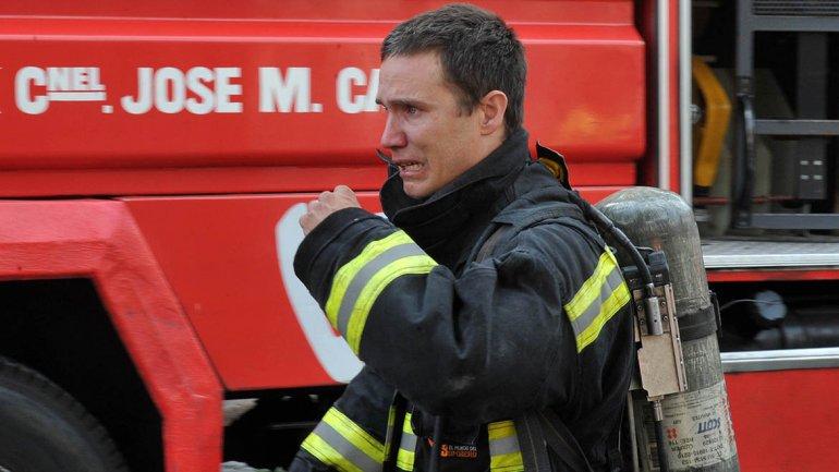Reacción de un bombero al enterarse de la muerte de un compañero.