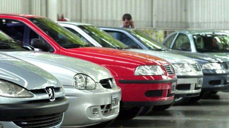 La venta de autos usados cayó casi 17% en abril