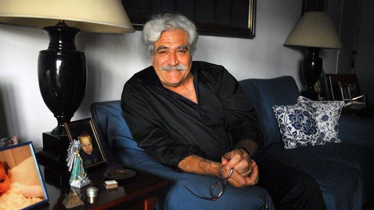 Jorge Asís en su departamento del barrio de Recoleta
