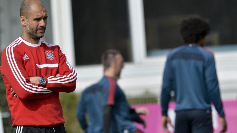 El Pepe Guardiola tiro gas pimienta y se va del Bayer!