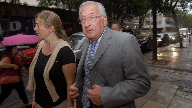El gobernador de Jujuy, Eduardo Fellner, llega a la sede partidaria