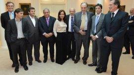 Cristina Kirchner, junto a representantes sindicales y empresarios de Bancarios y Comercio