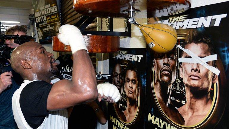 Mayweather se hizo poseedor del título Welter cuando en 2006 derrotó al argentino Carlos Baldomir