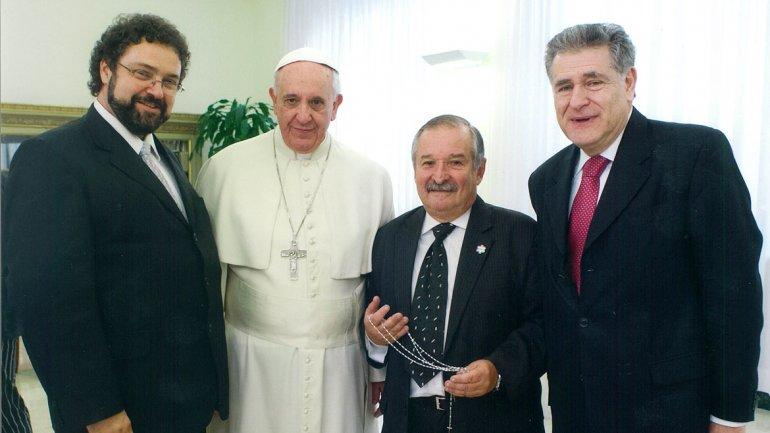 El Papa recibe a una delegación interreligiosa en febrero pasado. A la derecha, el rabino Abraham Skorka