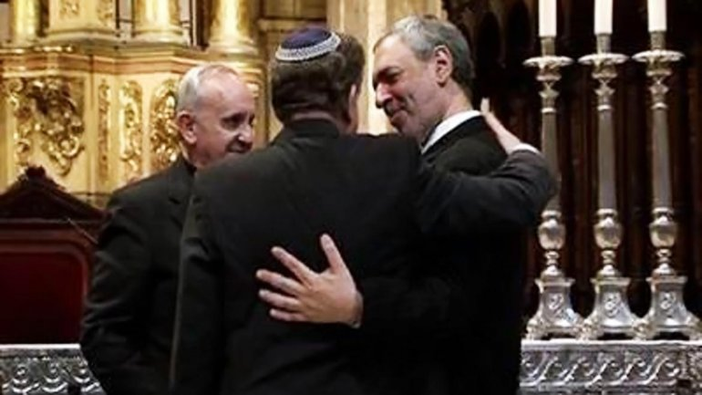 Jorge Bergoglio, Abraham Skorka (de espaldas) y Omar Abboud
