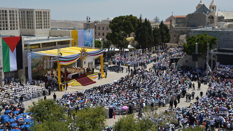 El Papa frente a más de 50 mil personas