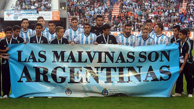 FIFA sancionó a la AFA por una bandera de las Islas Malvinas