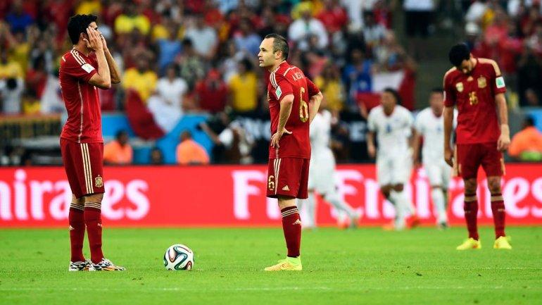 El fracaso del último campeón: España perdió con Chile y fue eliminada en la fase de grupos