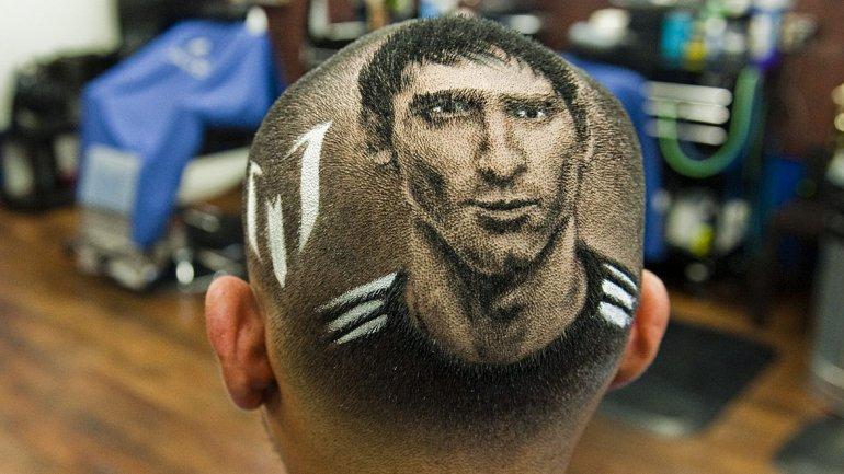 Increíble: fanático se cortó el pelo con la imagen de Lio Messi ...