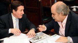 El ministro de Seguridad, Alejandro Granados, firmó el convenio de adhesión para implementar la Policía de Prevención Local en Lanús, junto al intendente Darío Díaz Pérez