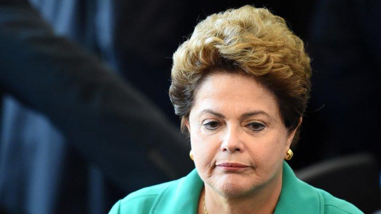 La presidente de Brasil, Dilma Rousseff, no logra generar confianza y se inquieta por la caída del PBI y del empleo