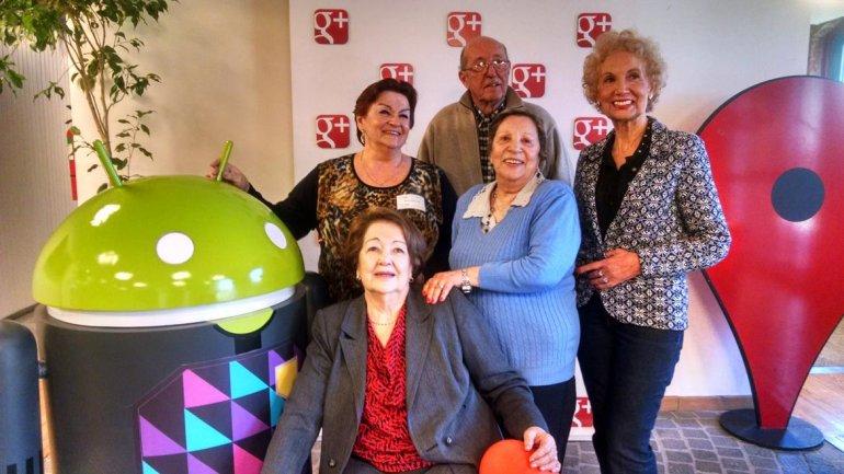 Los abuelos googleros a los que la tecnología les cambió la v