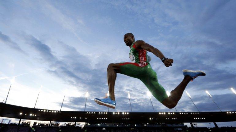 Nelson Evora de Portugal compite durante el Campeonato Europeo de Atletismo