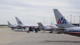 American Airlines comunicó que deja de vender pasajes en la Argentina por la imposibilidad de acceder a los dólares.