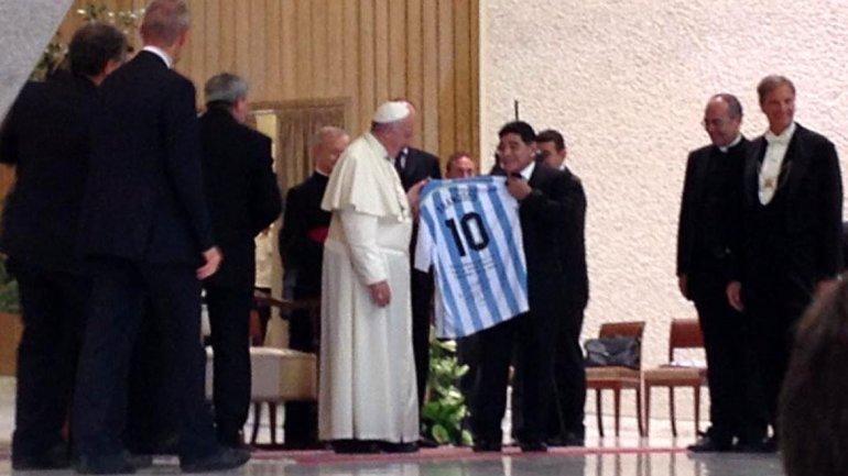 """""""Que habla Maradona del oro en el Vaticano, si no hay oro""""."""