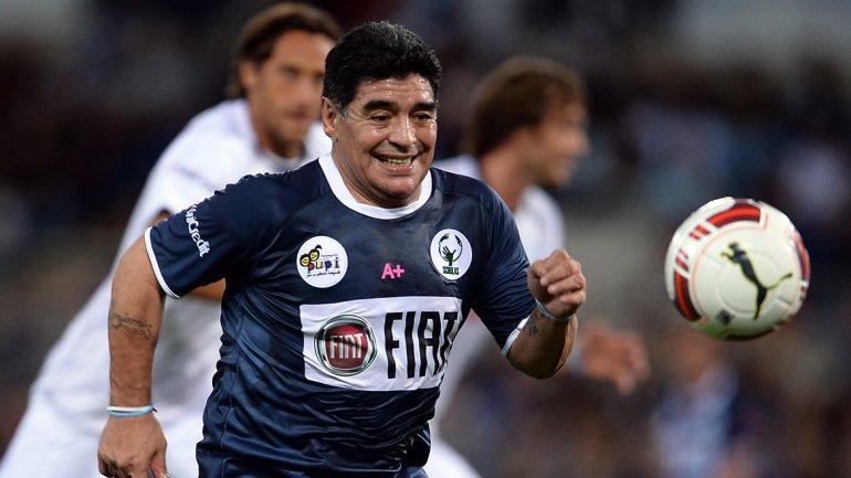 Medio centenar de futbolistas, entre retirados y en  actividad, participaron del partido impulsado por el papa Francisco en  el estadio Olímpico. Maradona jugó los 90  minutos