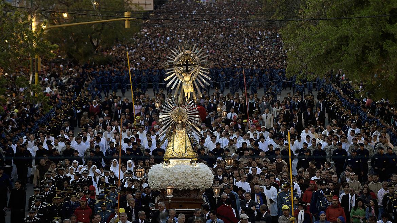 Más de 700 mil fieles participaron este lunes de la procesión del Señor y  la Virgen del Milagro, de acuerdo con las primeras estimaciones  oficiales