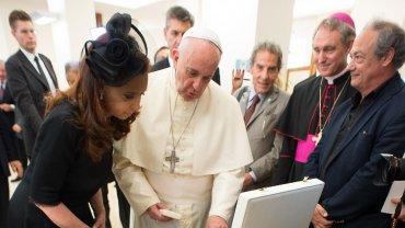 La Presidente y el Papa intercambiaron regalos