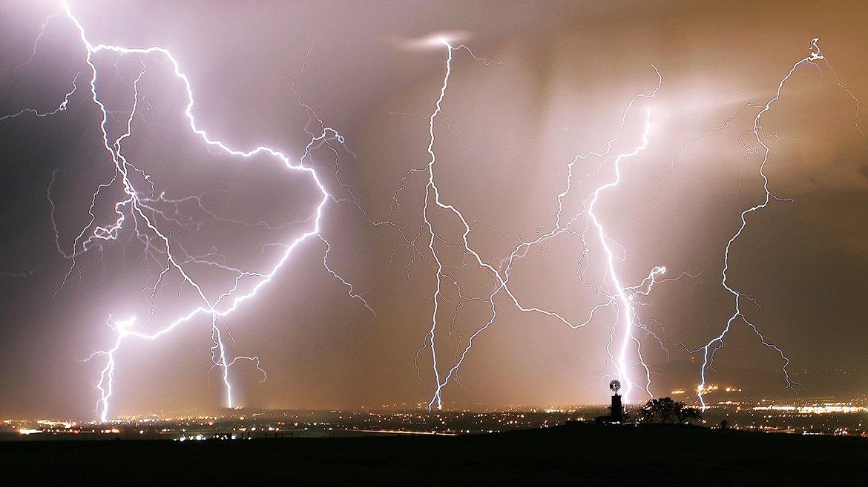 Tormenta eléctrica en Castle Rock, Colorado