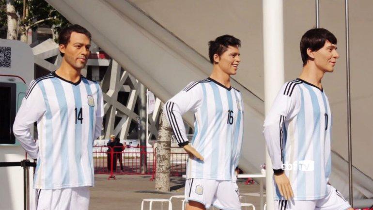 Las insólitas estatuas de Messi, Mascherano y Rojo en China