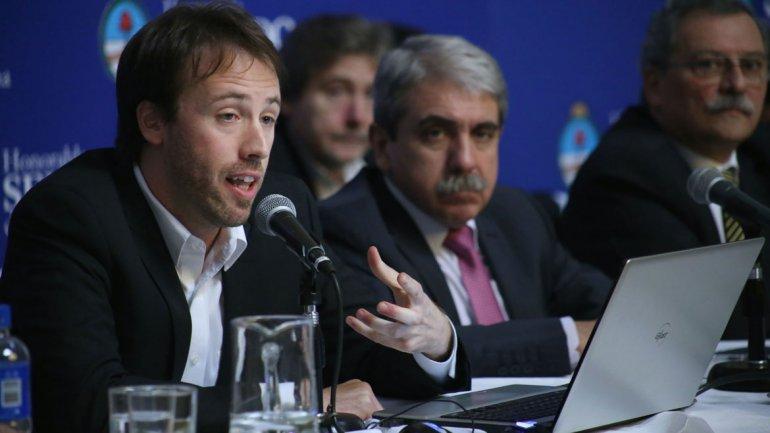 Pablo López, secretario de Finanzas, junto al jefe de Gabinete, Aníbal Fernández, y el secretario de Hacienda, Juan Carlos Pezoa