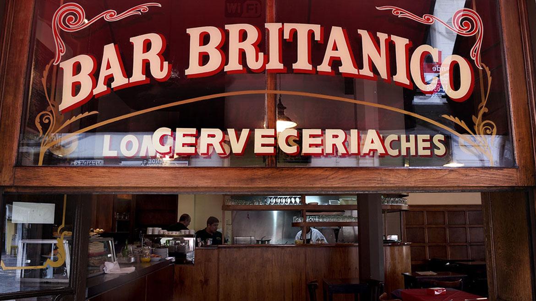 Con nuevos dueños, reabrió el histórico Bar Británico