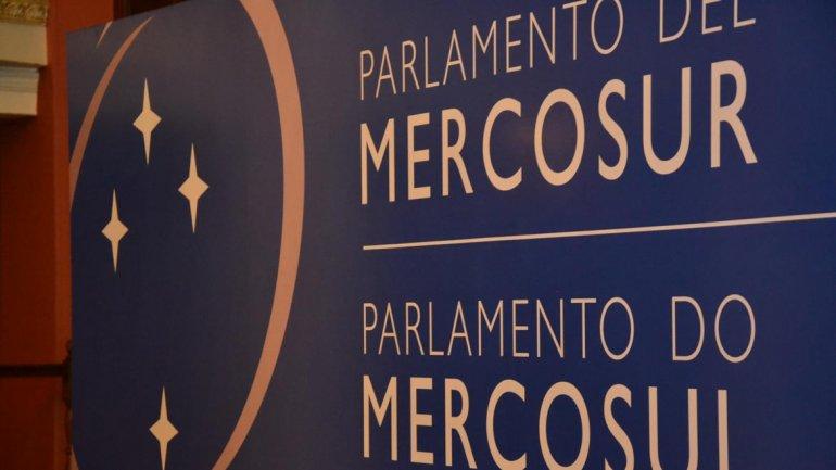 Insta Presidente del Parlasur a defender integración